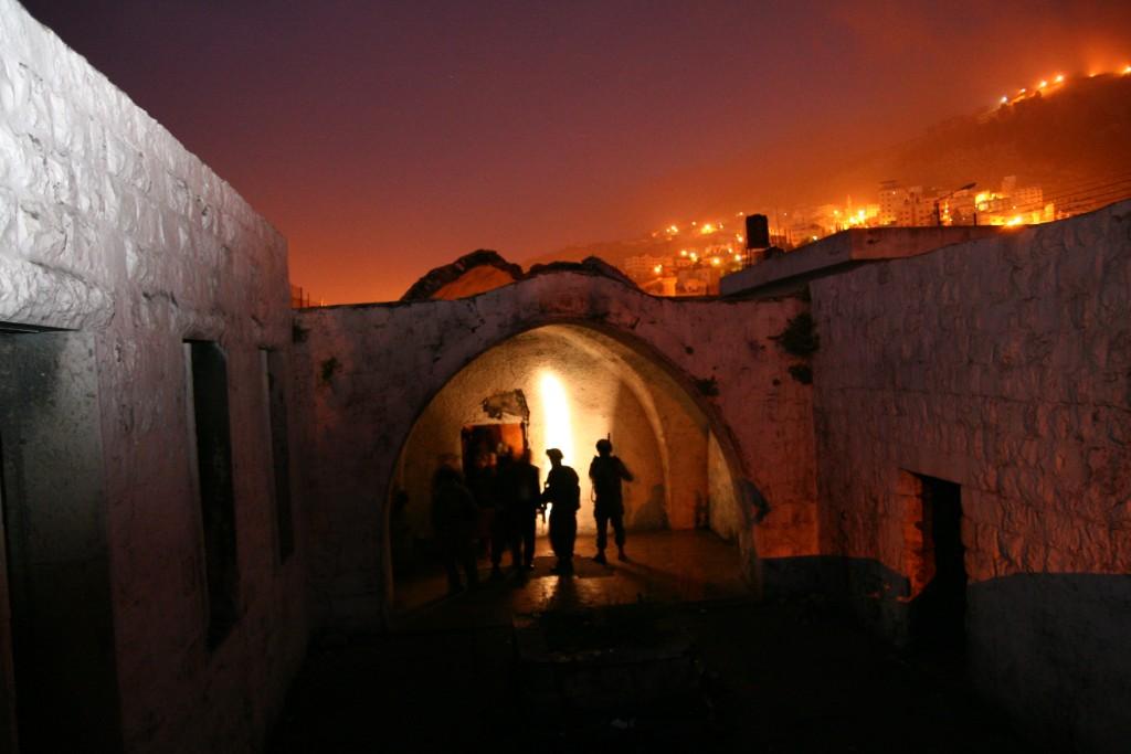 דמדומי זריחה בקבר יוסף צילום: הקול היהודי