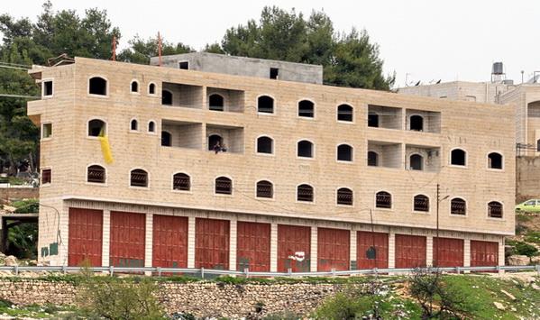הסיבה המפתיעה שאפשרה התקנת חלונות בבית השלום בחברון