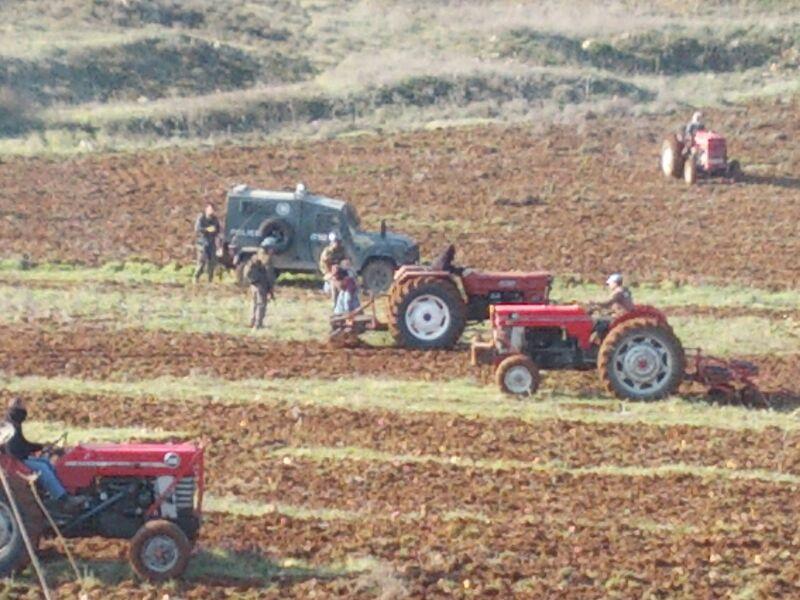 חריש באדמות שנטען כי הן בבעלותו של פאוזי איברהם סמוך לאש קודש (סוכנות TPS)