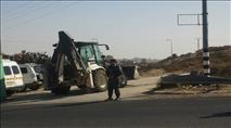 כוחות משטרה הרסו מבנים בעוז ציון