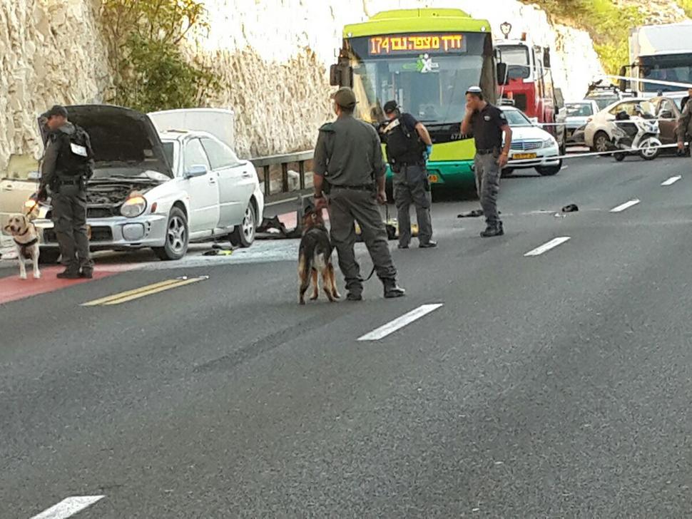 """זירת פיגוע עם מכונית תופת ליד מעלה אדומים. ארכיון  (דובר המשטרה מחוז ש""""י)"""