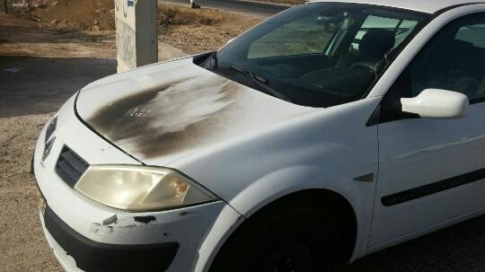 """רכב שנפגע מבקבוק תבערה. ארכיון (כב""""ה יו""""ש)"""