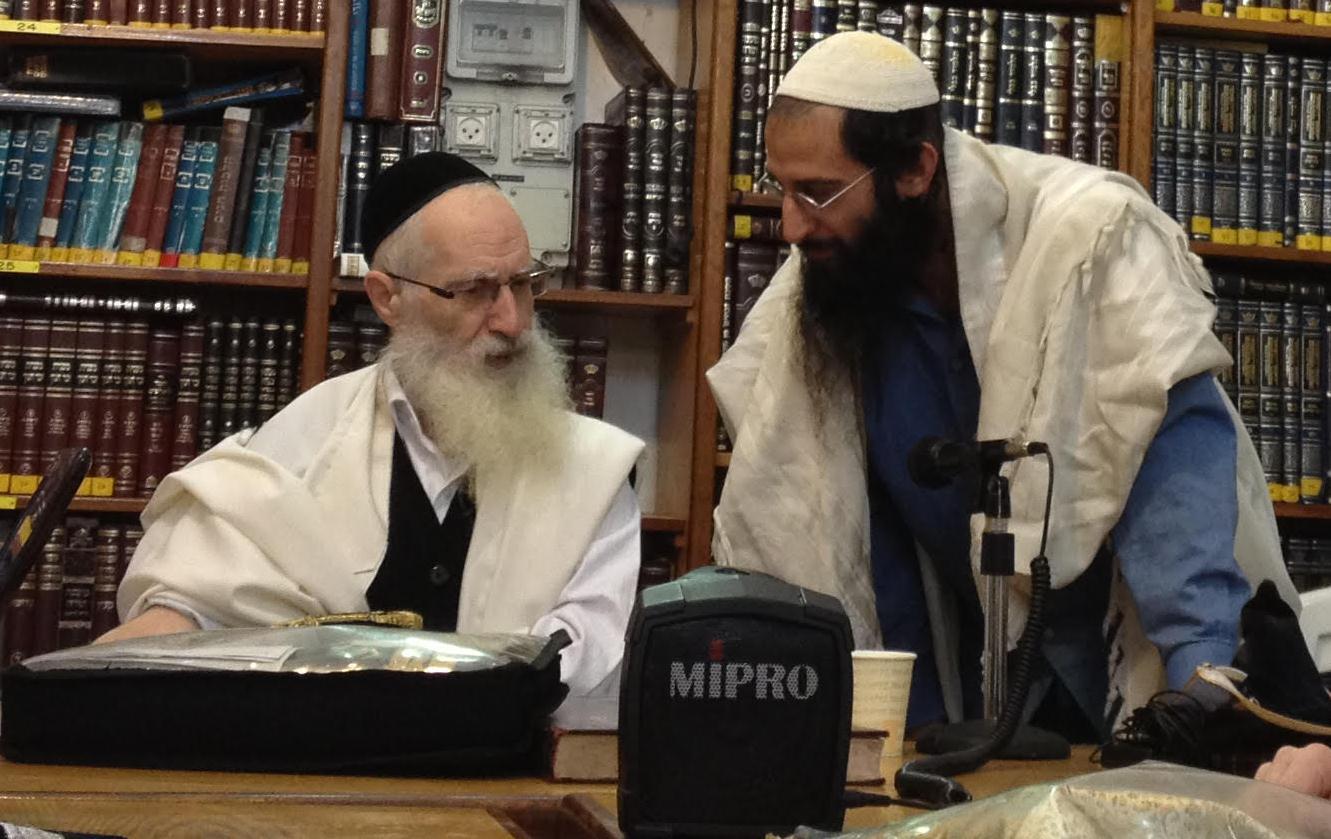 """הרב יעקב יוסף זצ""""ל בחברון יחד עם כותב המאמר באדיבות הרב אריאל לוי"""