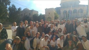 הרב אריאל והרב קרויזר עוכבו עם כ-40 יהודים בהר הבית