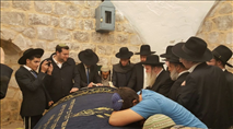 מאות מתפללים הגיעו הלילה לקבר יוסף