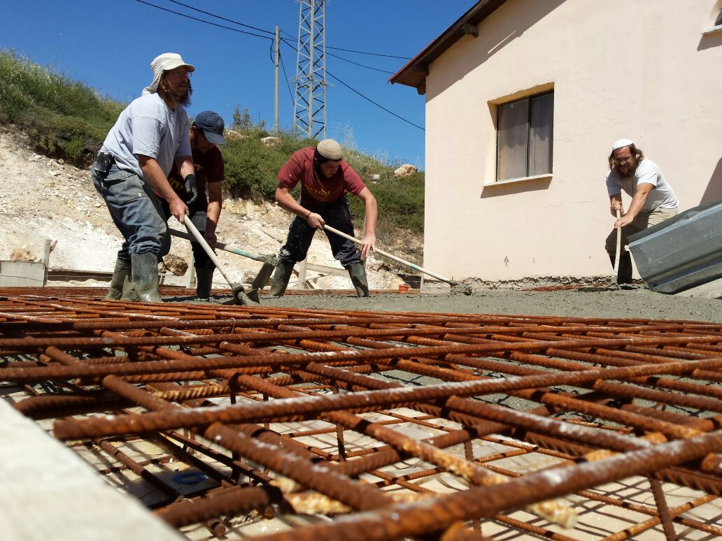 בנייה בעבודה עברית.  צילום: אלחנן גרונר