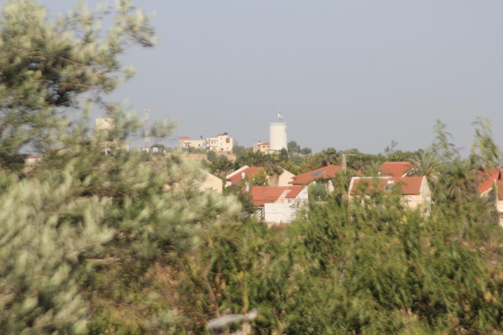 חשיפה: ערבי משכם מתגורר עם יהודיה בישוב בבנימין