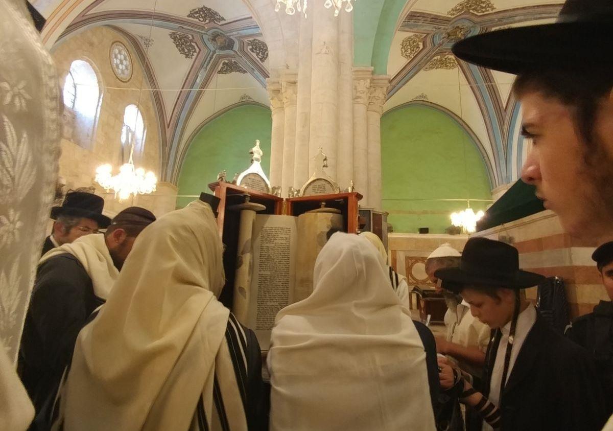 יהודים במערת המכפלה אתמול (מנהרת מערת המכפלה) מנהלת מערת המכפלה