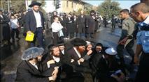 """מאות הפגינו במחאה על מעצר נכד האדמו""""ר"""