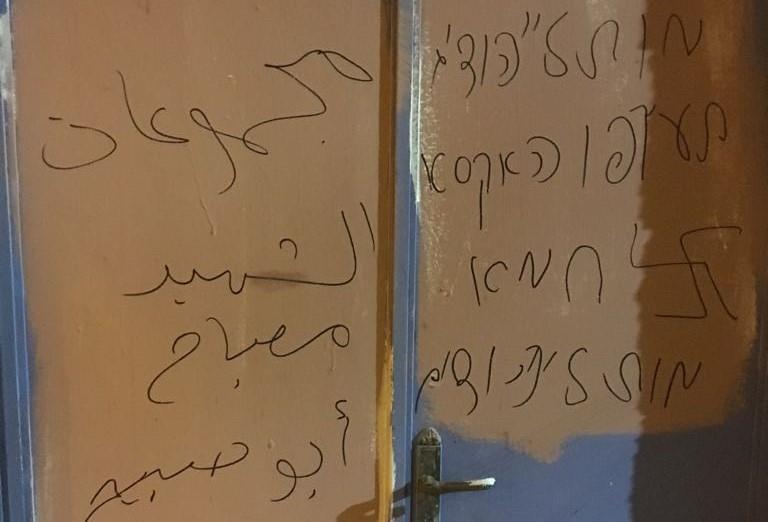 כתובות הנאצה שרוססו בעיר העתיקה. צילום: דוברות המשטרה