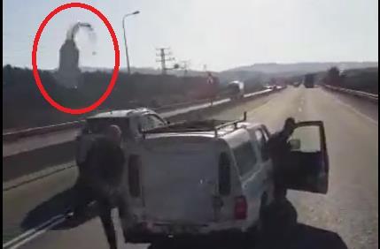 תיעוד תקיפת אוטובוס אגד בצפון. צילום מסך יוטיוב