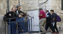 חילקו פלאיירים בתגובה לפיגוע ועוכבו בידי שוטרים