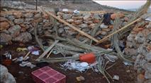 בחסות המסיק: ערבים הרסו מבנה בגבעה