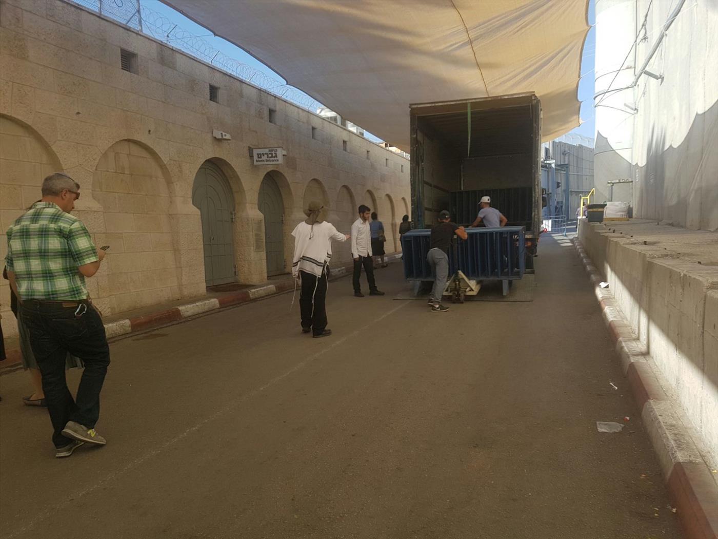"""הערכות בקבר רחל.צילום: שלמה אהרן טקו - סוכנות הידיעות """"חדשות 24"""""""