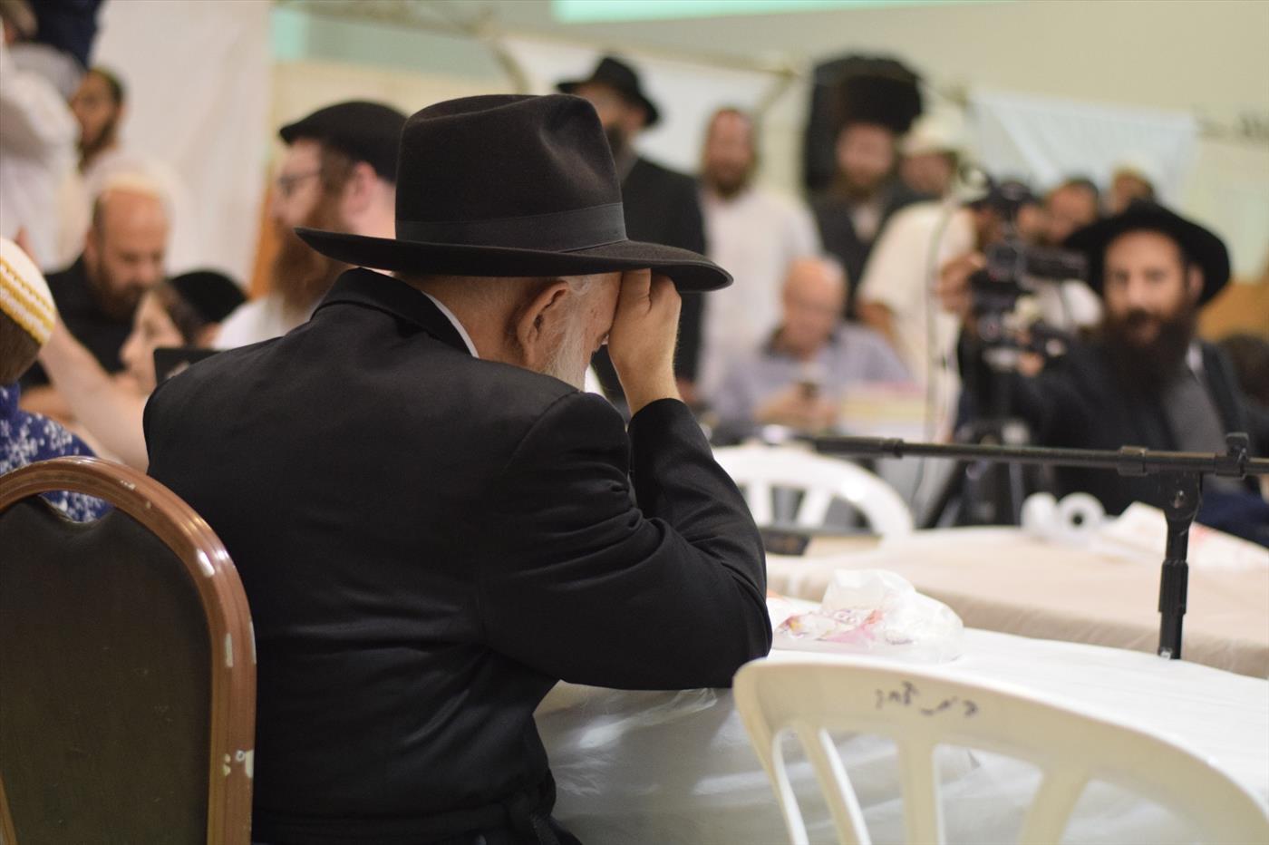 הרב יצחק גינזבורג בשמחת בית השואבה בישיבת עוד יוסף חי ביצהר. צילום: אברהם שפירא