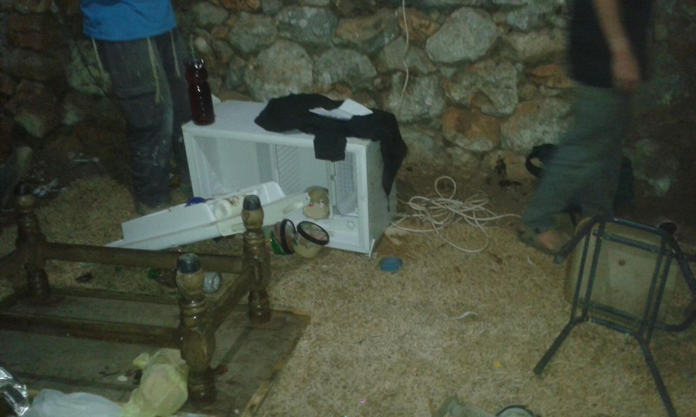 במקביל לפשיטה משטרתית: ערבים פלשו לגבעה וגנבו ציוד