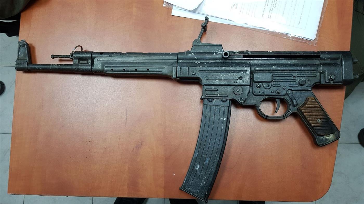 נשק שנתפס בכפר ערבי בצפון צילום: דוברות המשטרה