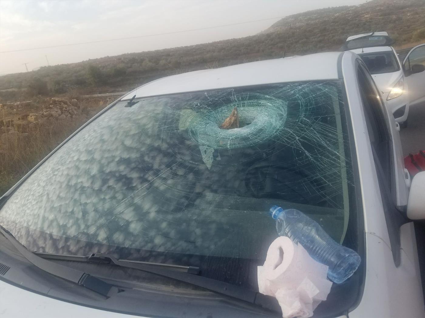 רכב שנפגע השבוע מאבנים בבנימין. צילום: TPS