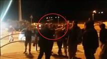 תיעוד: שוטר מאיים בגז על מפגין שצילם וביקש את פרטיו
