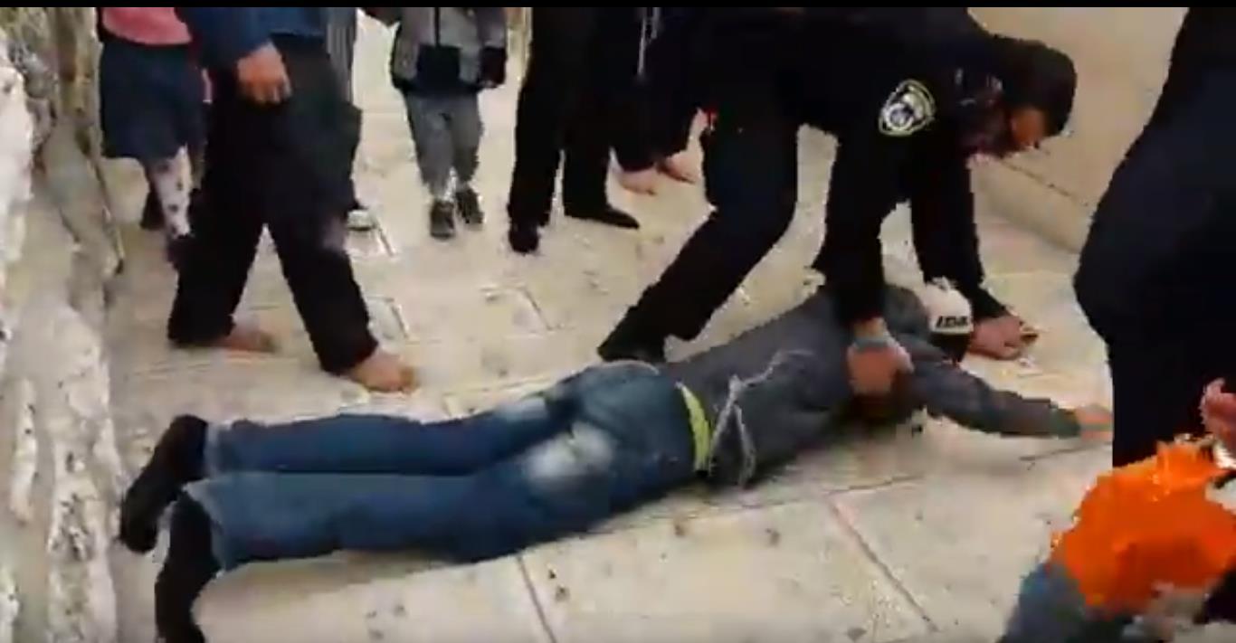 שוטרים ויהודים בעימות בהר הבית. ארכיון צילום מסך יוטיוב