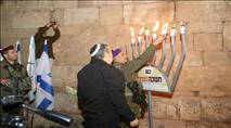 הדלקת נרות בבית הכנסת העתיק בסמוע