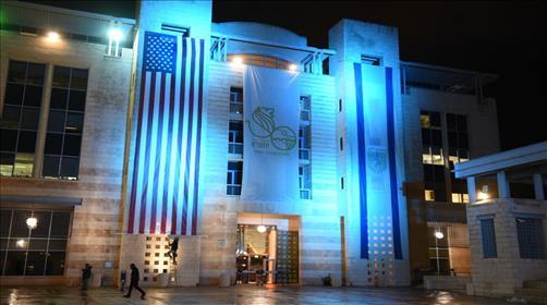 העברת השגרירות: חנופה לגויים או סימני גאולה?
