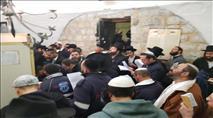צפו: מאות יהודים נכנסו הלילה לקבר יוסף