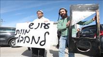 צפו: פעילי עצמה יהודית הפגינו עם גליוטינה