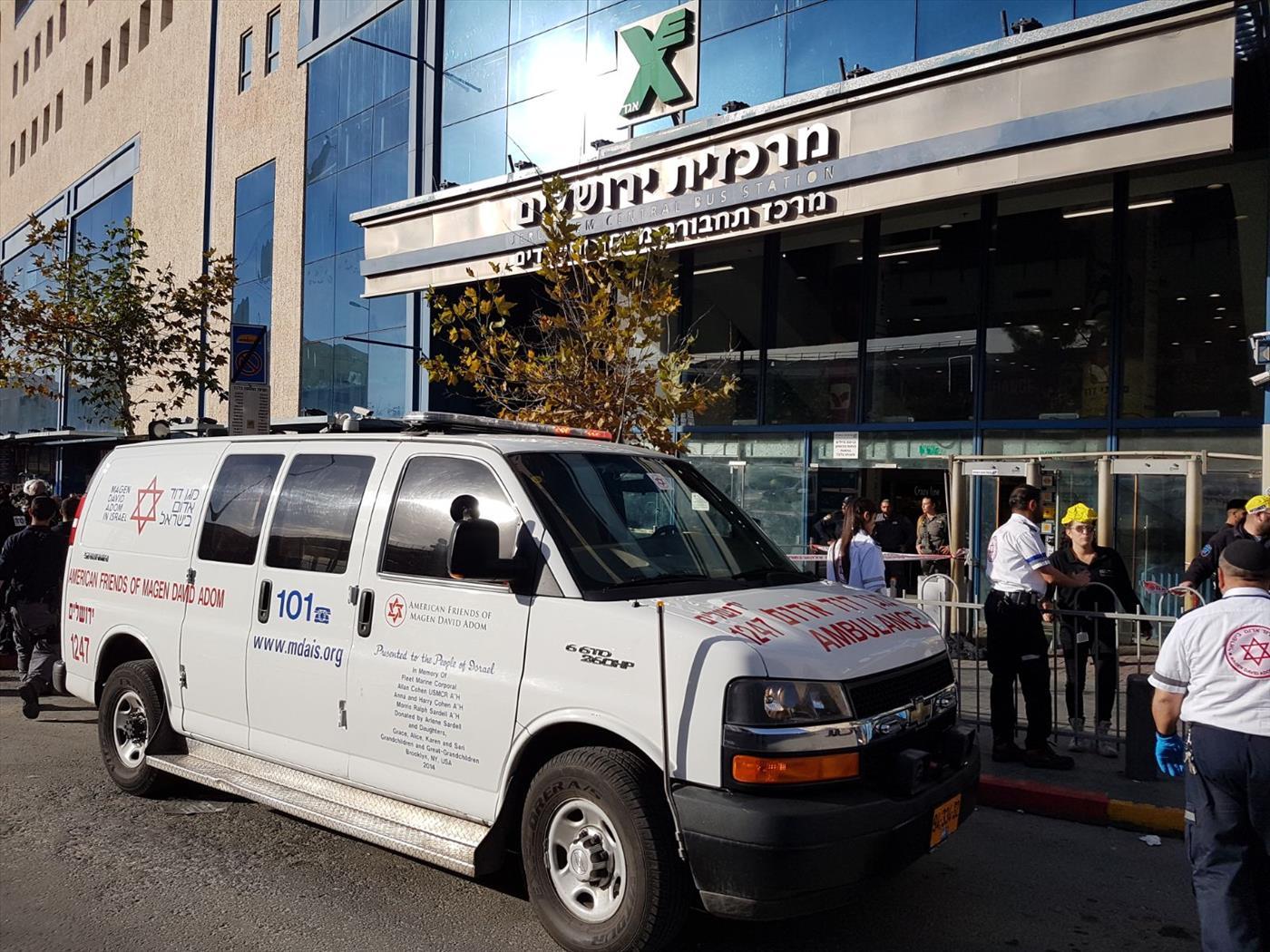 זירת פיגוע הדקירה בתחנה מרכזית בירושלים. צילום: חלי ממן TPS