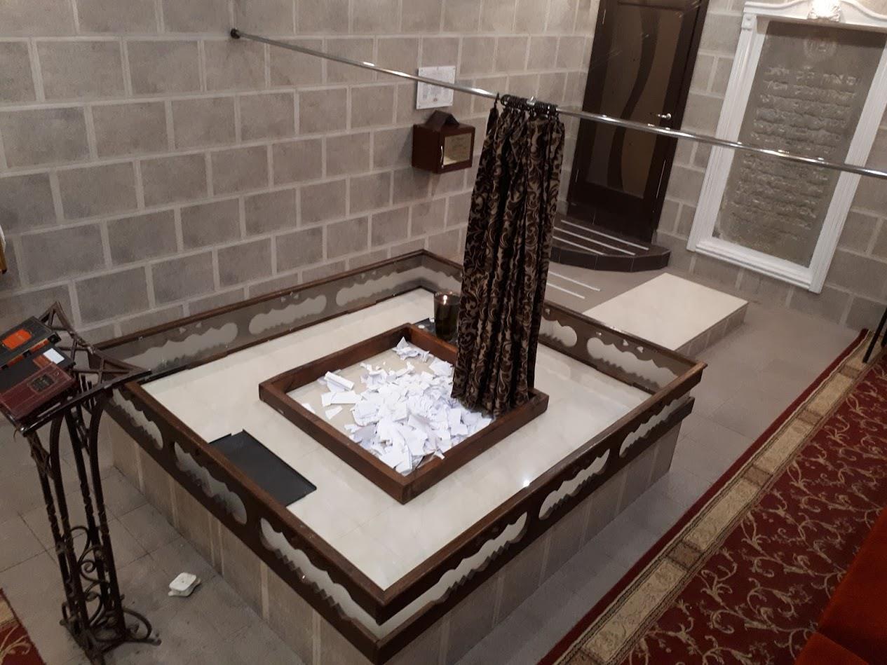 קברה של פרידא סמוך לקברו של בעל התניא. צילום: ניר מנוסי