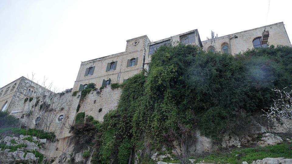 בתים עתיקים (אבי אבידור)