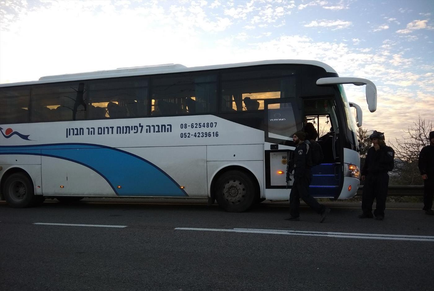 האוטובוס שהסיע שוטרים להרס אביתר  (שלמה מלט)