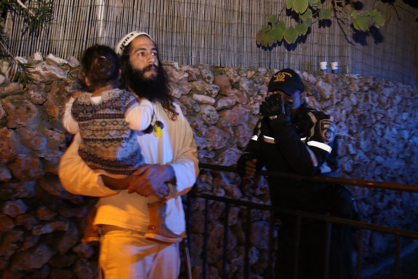 איתיאל זוארץ בהפגנה מול ביתו של נומה   (שלמה מלט)
