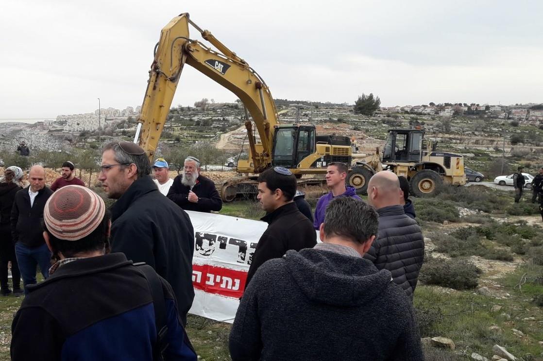 """צה""""ל נערך להרס הבתים בנתיב האבות - התושבים נאבקים"""