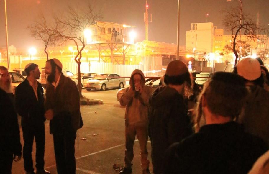אירוע התמיכה מול הכלא (צילום: שלמה מלט)