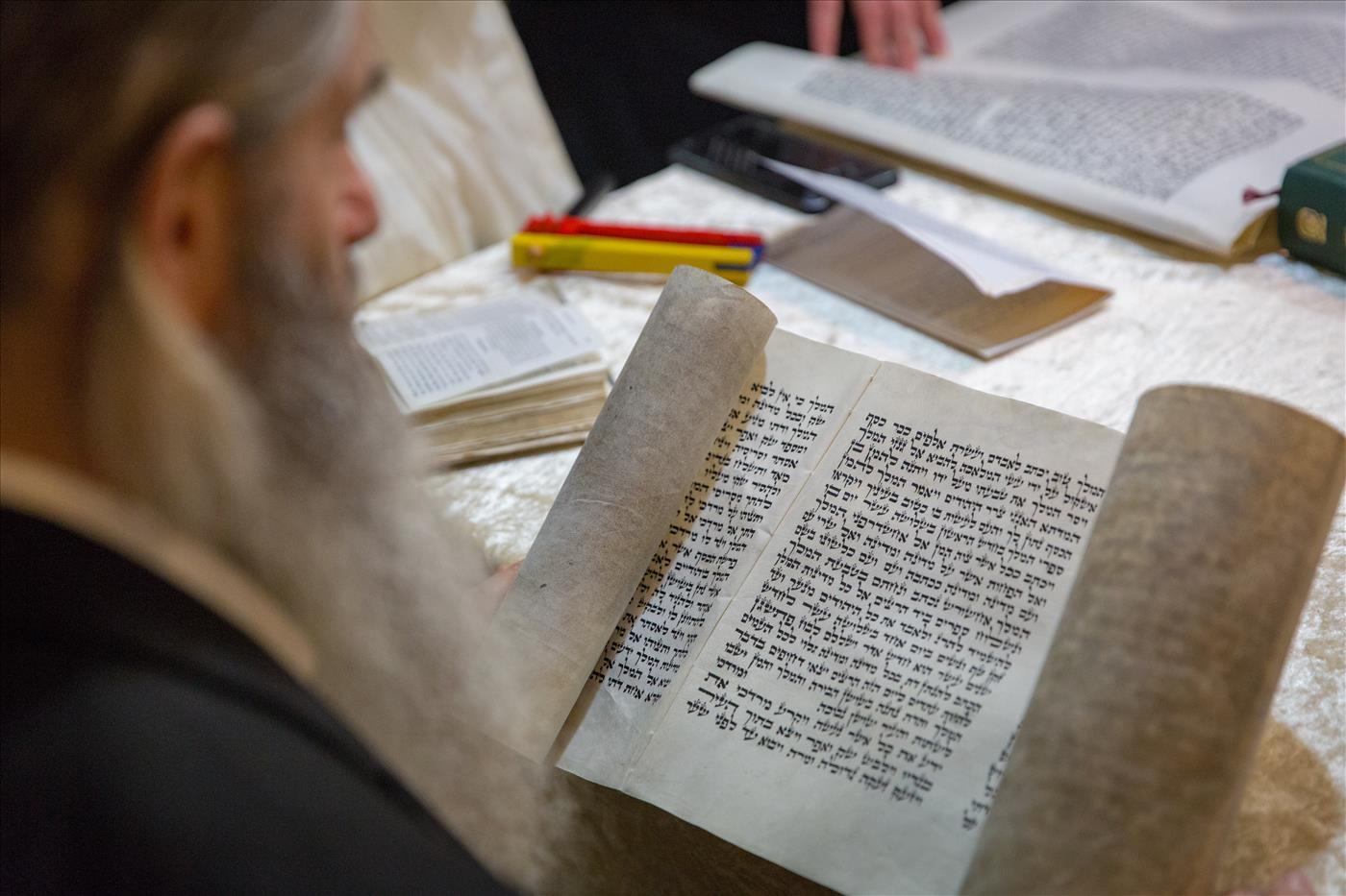קריאת המגילה ביישוב מיצד בגוש עציון (הלל מאיר tps)