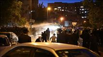 צפו: רימוני הלם ופרשים נגד מפגינים מול לשכת הגיוס