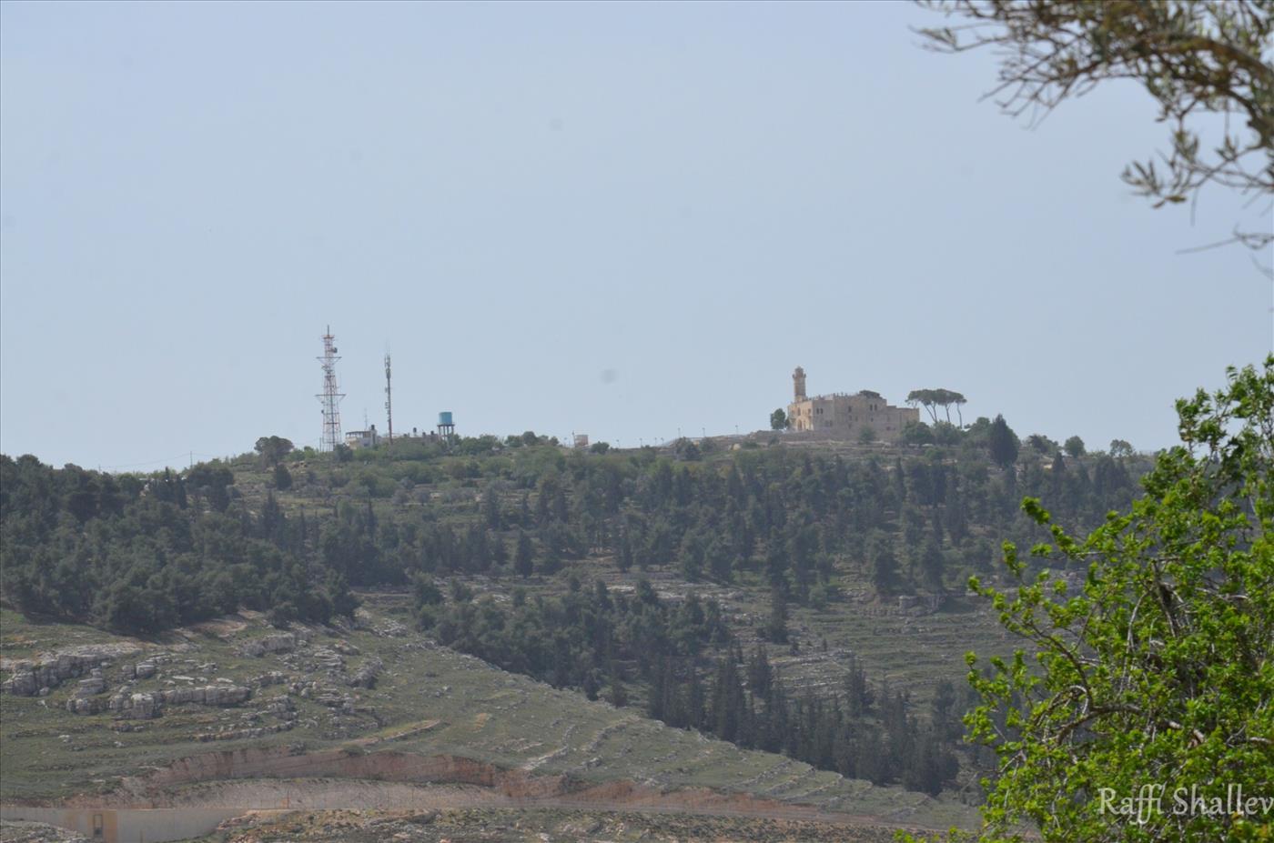 מבט לקבר שמואל הנביא (רפי שלו)