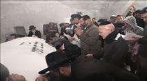 למרות הפיגוע: מאות נכנסו לקברי יהושע וכלב
