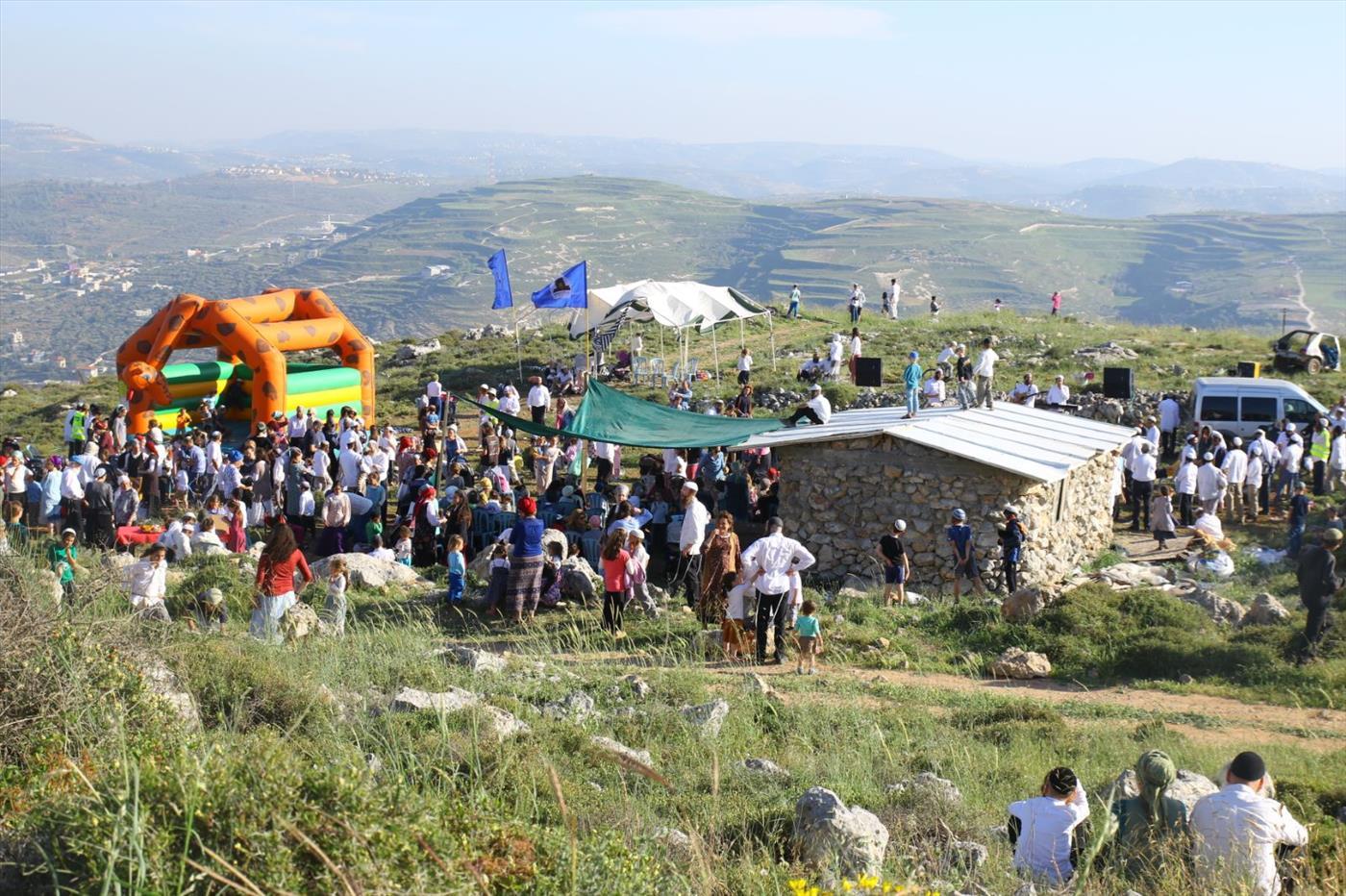 הפנינג שנערך לחיזוק ההתיישבות בגבעות יצהר בשכונת קומי אורי ביצהר (שלמה מלט)