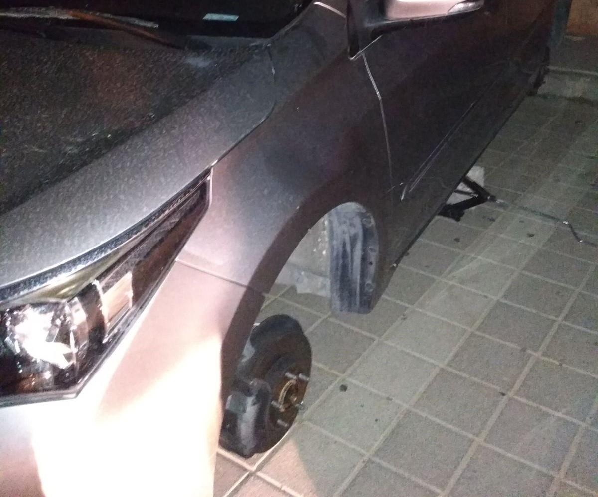 רכב שפורקו גלגליו (משטרת ישראל)