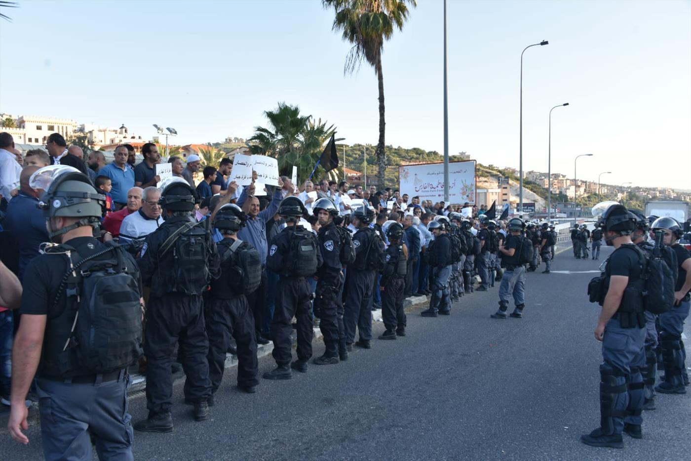 שוטרים בהפגנה באום אל פחם. ארכיון  (דוברות המשטרה)