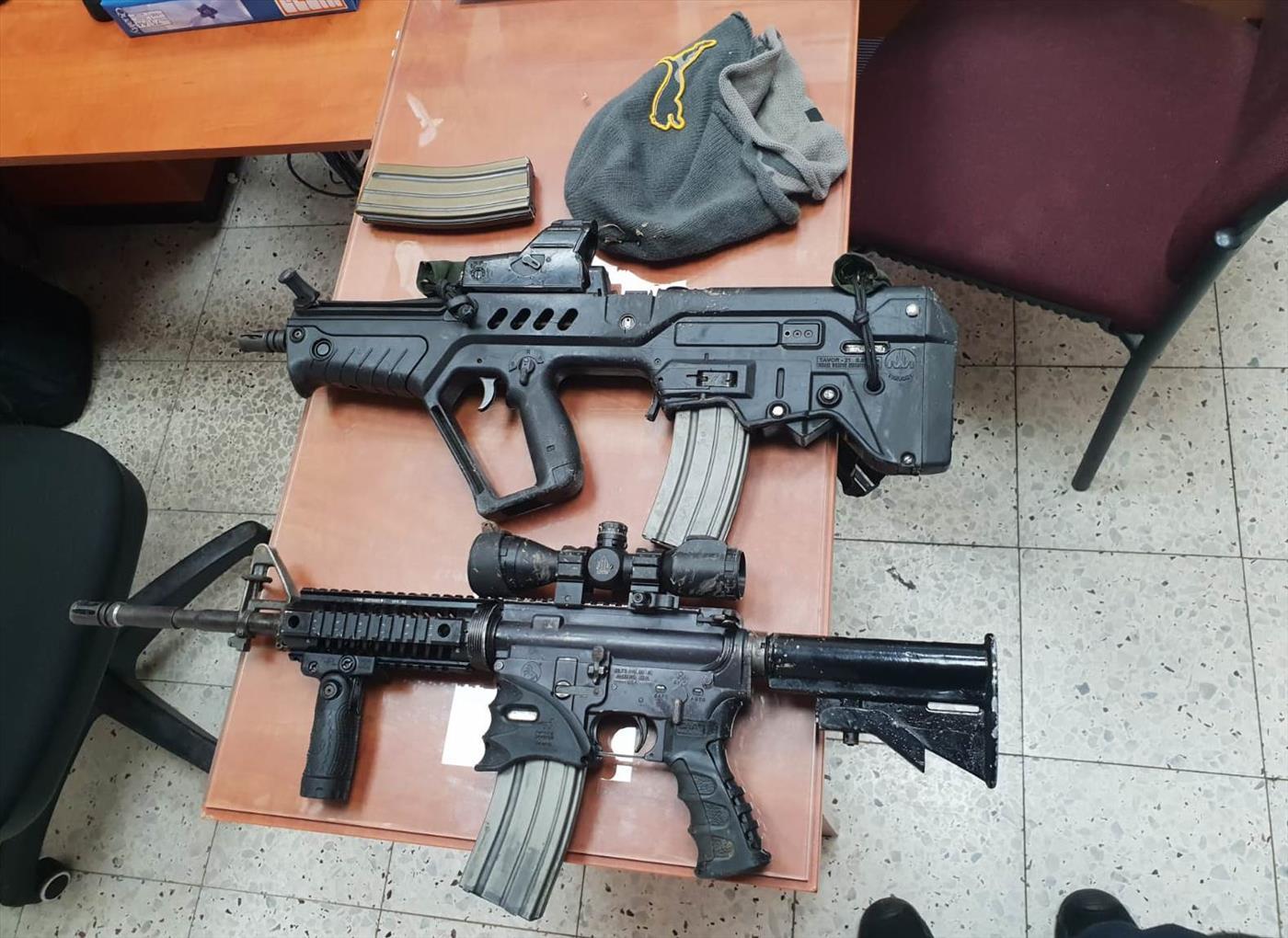 כלי הנשק שנתפסו על החשוד (דוברות המשטרה)