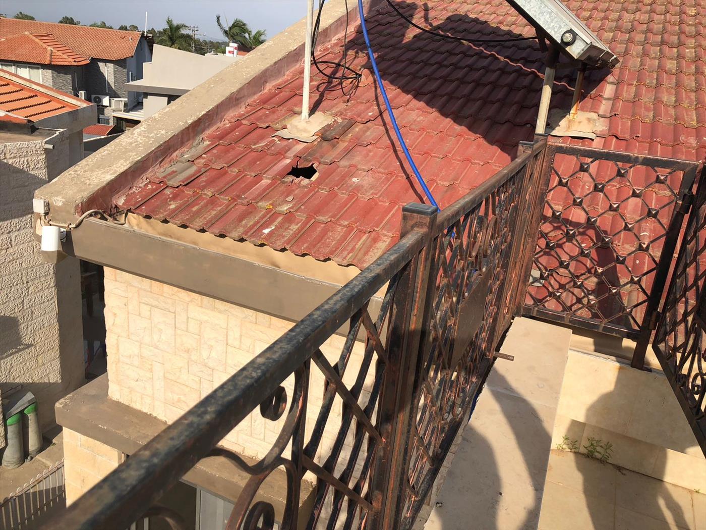 שדרות: מבנים נפגעו מירי שביצעו ערבים מרצועת עזה