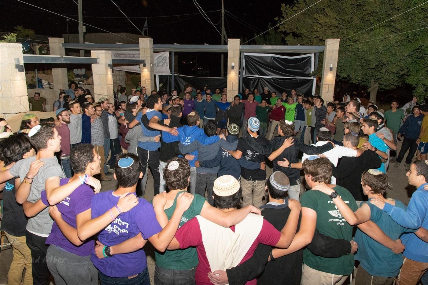 ריקודים לפני הפינוי (צילום: גלעד פילבר/TPS)