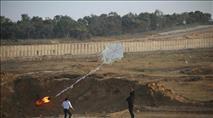הביזיון בגבול עזה נמשך: חייל נפצע ובלוני נפץ ותבערה
