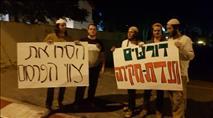 """מחאה מול ביתה של שקד: """"פרסמו את העינויים"""""""