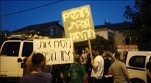 לקראת הכרעה: עשרות מול ביתה של שקד - צפו