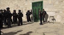 """מהומות בהר הבית - שוטרים הותקפו ע""""י ערבים"""