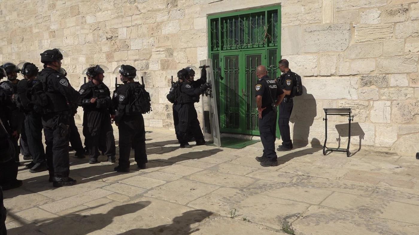 שוטרים במהלך התפרעות ערבים בהר הבית. ארכיון (משטרת ישראל)